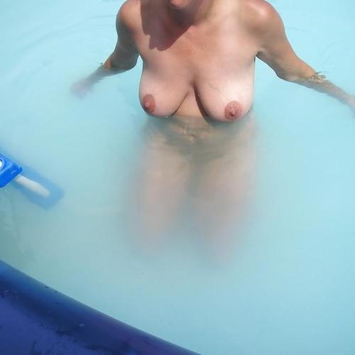 Nude pool selfies