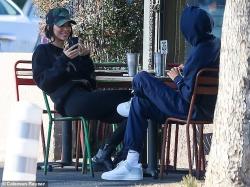 Kendall Jenner - Having lunch in LA 1/9/19
