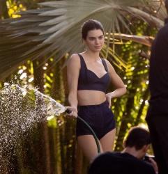 Kendall Jenner W2XAcwjx_t