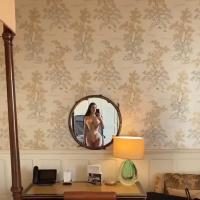 Kim Kardashian wears a corset 22/6/2020