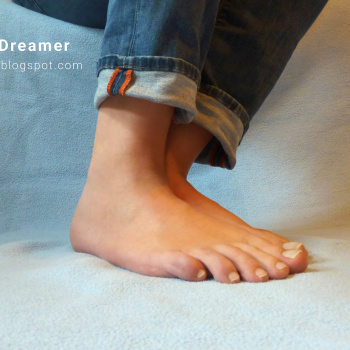 Karina barefoot in Jeans, feet soles and toes
