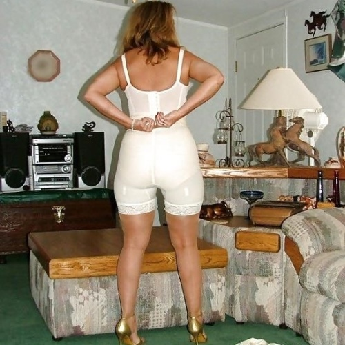 Mature women in girdles pics
