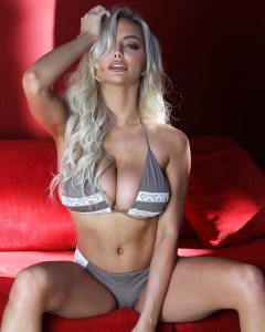Lindsey Pelas -            Instagram December 26th 2017.
