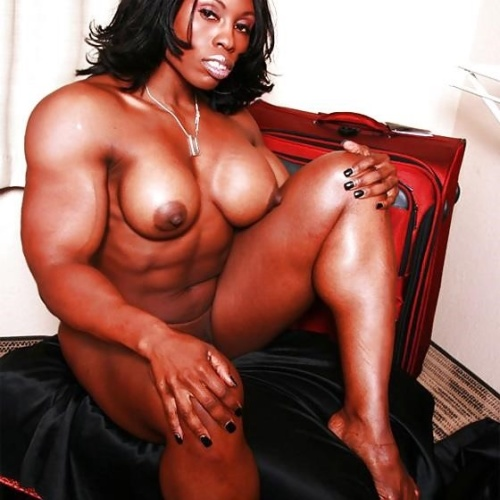 Muscle mistress strapon