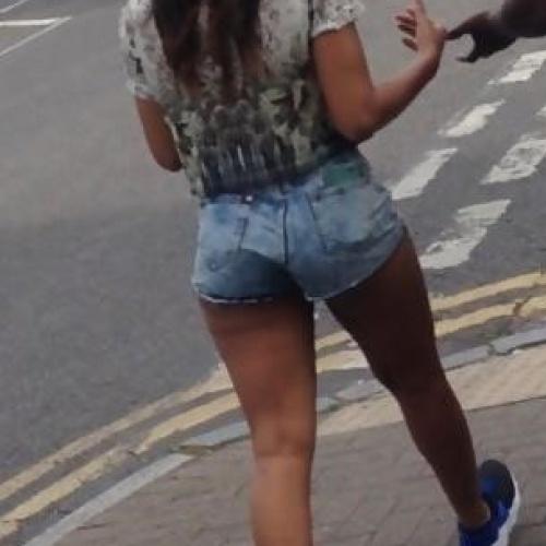 Short blunt bob black girl