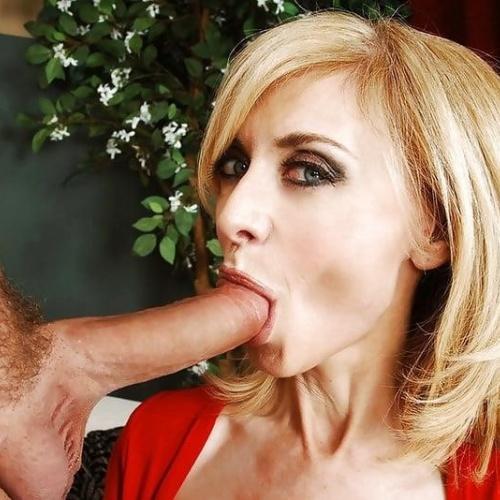 Mature women sucking pussy