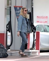 Kirsten Dunst - At a Gas Station and shopping in Los Angeles 03/27/2019