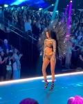 Kendall Jenner at Victoria's Secret Fashion Show 2018 Slji0E8V_t