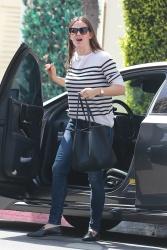 Jennifer Garner - Out in Beverly Hills 9/28/2018 Hmh0Pch3_t
