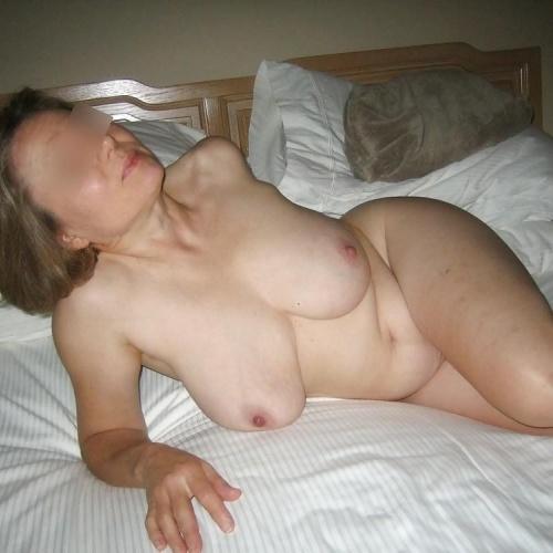 Nude milf in bed
