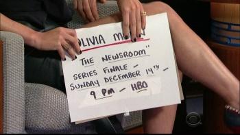 OLIVIA MUNN - *thigh show spectacular* - letterman - Dec 10, 2014 5YpnGMWl_t