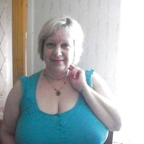 Busty granny porn pics