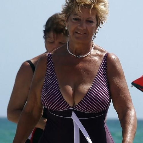 Granny swimsuit porn pics