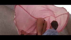 Goldie Hawn / Bird on a Wire / nipple / butt / (US 1990) P3pawx1u_t