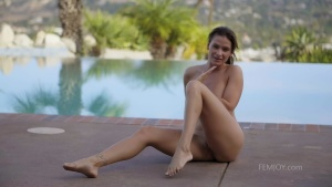 FemJoy 20 07 11 Cosmo By The Pool