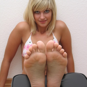 footlovegirls pictures karina foot blog