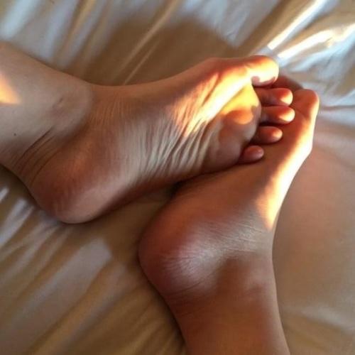 Long toes toejob