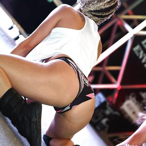 Girls twerking with no pants