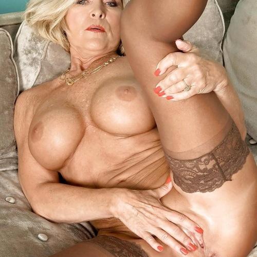 Beautiful naked mature women pics