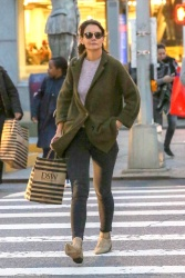 Katie Holmes - Out shopping in NYC 10/12/2018 OFMS7dTm_t