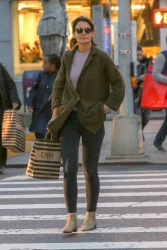Katie Holmes - Out shopping in NYC 10/12/2018 ak8FGgK8_t