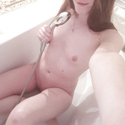 Latina nude selfie pics