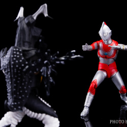 Ultraman (S.H. Figuarts / Bandai) - Page 5 KWJYd5h9_t