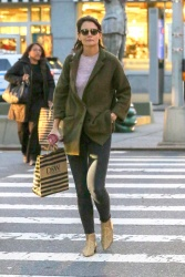 Katie Holmes - Out shopping in NYC 10/12/2018 MeratV60_t