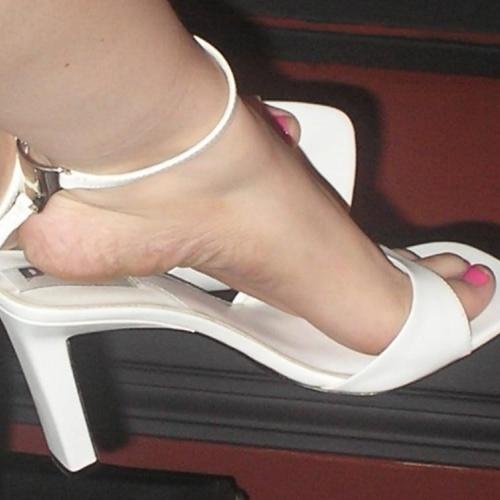 Amateur mature heels pics