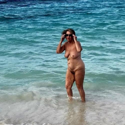 Nude milf beach pics