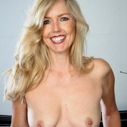 Girl see boy nude