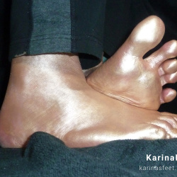 Foot model Karina bare feet in gold, golden soles, golden feet, golden soles, female foot fetish pictures at Karina's Foot Blog