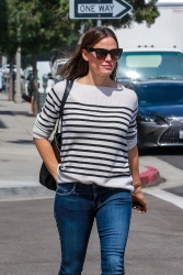Jennifer Garner - Out in Beverly Hills 9/28/2018 fbEk2FB9_t