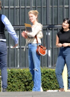 Amber Heard - heads to a business meeting  October 10 2018 LWPSnsYF_t