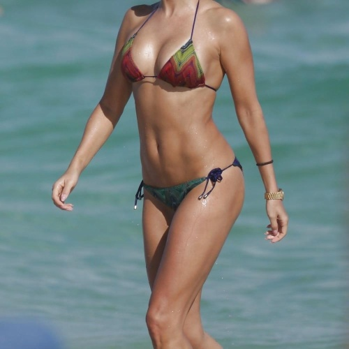 Hot milf bikini pics