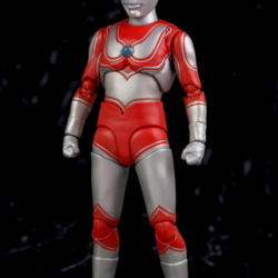 Ultraman (S.H. Figuarts / Bandai) - Page 5 CAjMvHLR_t