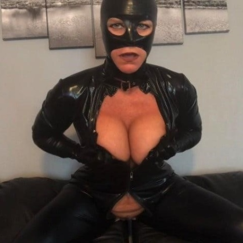 Mature milf in latex