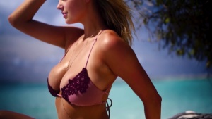 Kate Upton Tips On Picking The Perfect Swimsuit   CANDIDS   Sports Illustrated Swimsuit 10/19/2018