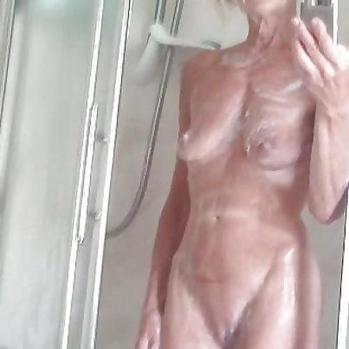 Older women naked solo