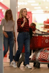 Reese Witherspoon and Ava Phillippe - Christmas shopping at Target in Westwood 12/21/19