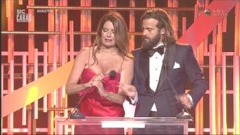Barbara Guimarães sensual nos Globos Ouro 2018