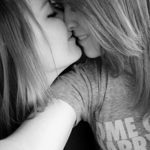 Naked women kissing women