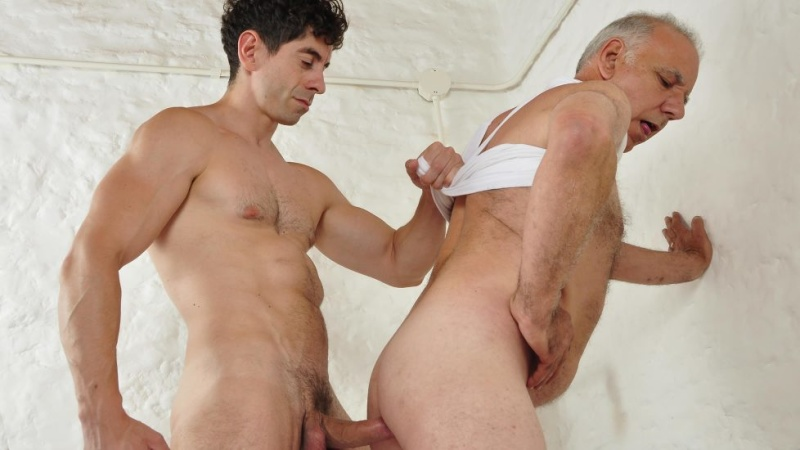 Older4Me: Hassan, Victorino – First Time Bottom (Bareback)