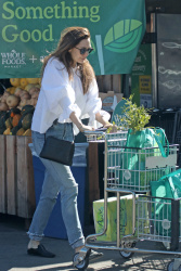 Elizabeth Olsen - Shopping groceries at Whole Foods in LA 3/27/18