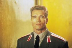 Красная жара / Red Heat (Арнольд Шварценеггер, Джеймс Белуши, 1988) - Страница 2 BdrqsqrZ_t