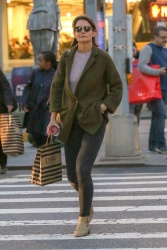 Katie Holmes - Out shopping in NYC 10/12/2018 bnWp2Uoq_t