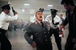 Красная жара / Red Heat (Арнольд Шварценеггер, Джеймс Белуши, 1988) - Страница 2 1BPk0J43_t