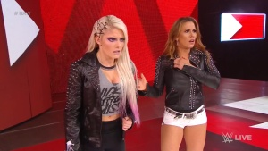 Alexa Bliss on WWE Raw in Buffalo 07/16/2018M0T58Gtb_t