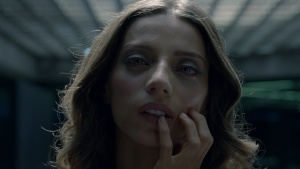 Angela Sarafyan / Evan Rachel Wood / Westworld S01Ep01 / topless / (US 2016) K9MEwiar_t