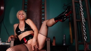 KinkyBites – Helena Locke